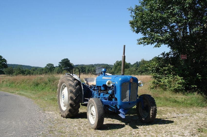 Tracteur fordson super dexta